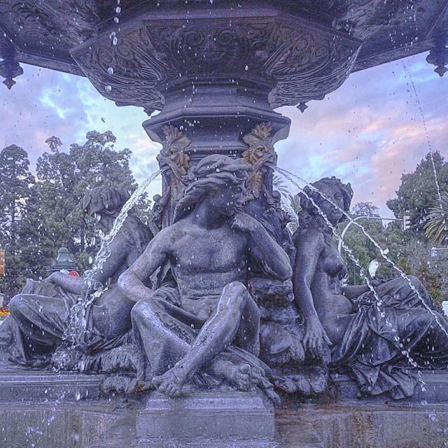 El tiempo es infinito... #valenciaenamora #valenciacity #turismovalencia #valencia #valenciagram #valengram #comunitatvalenciana #spain #europe #loves_valencia #lovevalencia #estaes_valencia #clouds #fuente #fountain #ig_europe #ig_spain #igerscomunitat #igersvalencia #hdr_pics #water #inspiration #sculpture #urbanart #classic #picoftheday #valenciamola #hdr #hdr_spain