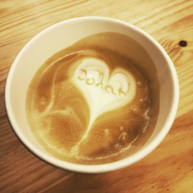 Mi café me quiere!???? #coffe #loveValencia #breakfast #lapetitbrioche