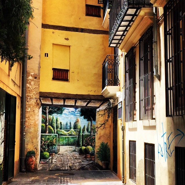"""Calles que te llevan a """"jardines""""???????????? #lovevalencia #loves_valencia #valencia #Valenfornia #valenciagram #valenciaenamora #valenciagrafias #igersvalencia #agean_fotografia #arteenlacalle #todo_sobre_lugares"""