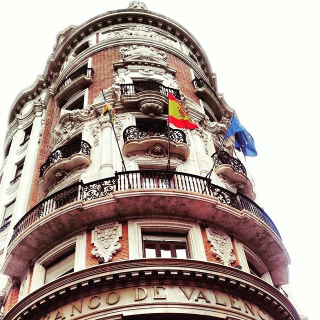 Banco de Valencia #igersvalencia #valenciagram #valencia #edificiobonito #banderas #building #ciutat #ciutatvalencia #explore #lovevalencia #great