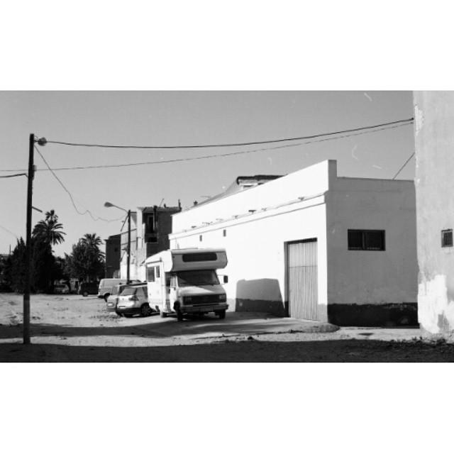 #instasize #mivalencia #miespana #espana #spain2015 #spain2015trip #bnw #blackandwhite #blackandwhitephotography #car #filmcamera #foreveryoung #fuckitweareyoung #valenciastreets #valencia #valenciagram #streets #mood #lovevalencia