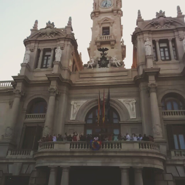 En directo en Valencia. Esto está pasando. Llegó el ansiado cambio!! #gay #libertad #comunidadgay  #comunidadgayespaña  #gaypride #gaylove #gayboys #valencia #estoestapasando #now #lovevalencia