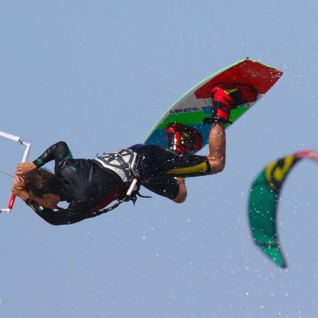 Arrancamos el martes con mucha fuerza  #kitepower #liveTheSea #kitevalencia #fonekites #kite #kiteboarding #kitesurfing #kitesurf #lovevalencia #valencia #mareny #kiteschool #elperello #modoverano