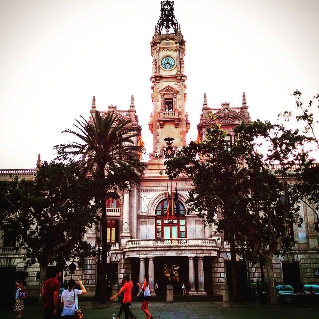 Plaza ayuntamiento #canvi  #cambio #valencia #valenciagram #plaçaajuntament #igersvalencia #igerscomunitat #lovevalencia #tardes #jueves #2015 #igcaptures_city