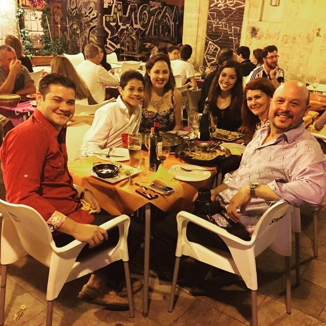 Valencia with the family! #FamilyTime #LoveValencia #GoodTimes #ElRall #PaellaValenciana #PaelladeMariscos #LeonsTakeEurope #Valencia #Travel #Istaphoto #photogrid @photogridorg