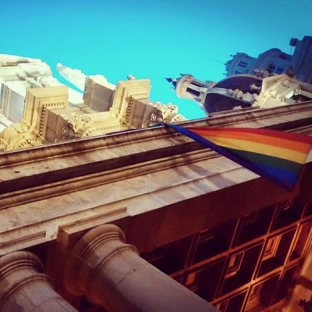 Valencia City Hall L'ajuntament de Valencia #igers #igersvalencia #igersacademia #somosinstagramers #igerscomunitat #valenciaenamora #cityhall #flag #gayflag #valencia #Valenciafilter @visit__valencia #lovewins #lovevalencia #SomosTuiterescas