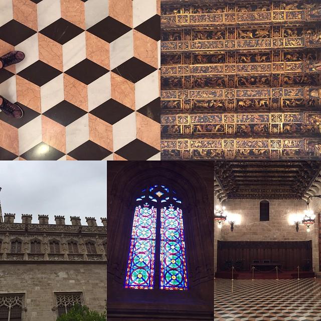 Visitando La Lonja de la Seda o Lonja de los Mercaderes de Valencia, declarada en 1996 Patrimonio de la Humanidad por la Unesco, aquí haciendo un poco de turismo local! #lovevalencia #lalonja