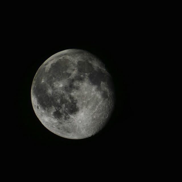 Luna del 5 de junio de 2015  #moon #luna #nightshot #burjassot #valencia #valenciamola #lovevalencia #nikon #nikond7100