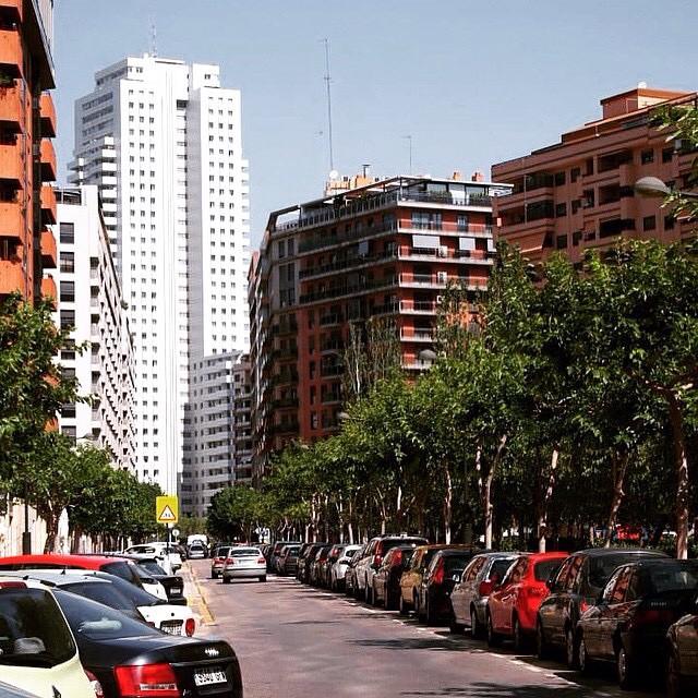Two summer ago... ?????????? Valencia's Street ???? #spagna#valencia#holiday#friends#lovetravel#ig_spain_#igworldclub#plane#fly#picoftheday#ok_spain#iGersSpain#somosinstagramers#HDR_EUROPE#LOVES_BESTPIC#lovevalencia#architecture#wonderful_places#españa#EspañaInstagram#ontdekvalencia#street#palace#cars#bestworldpics