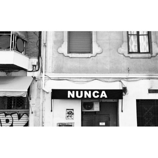 #instasize #mivalencia #miespana #valencia #valenciagram #lovevalencia #espana #spain2015 #spain2015trip #streets #valenciastreets #bnw #blackandwhite #blackandwhitephotography #nunca #nikonfm #filmcamera #filmphotography