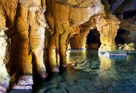 Cueva Tallada