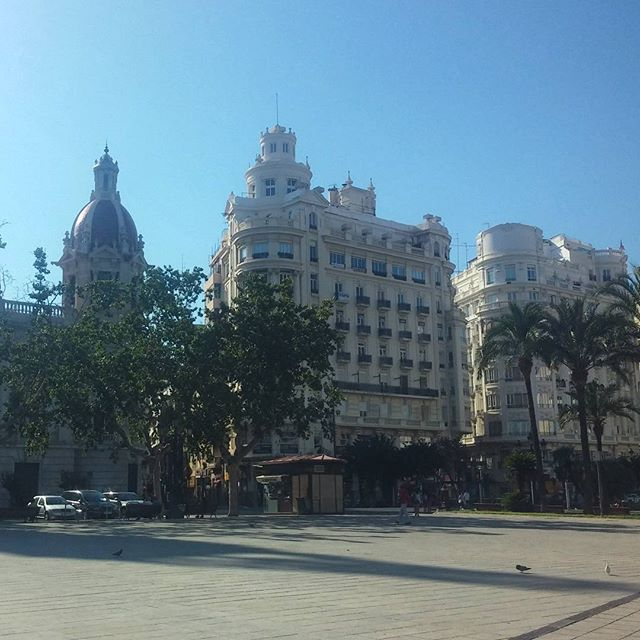 #valencia #archilovers ? #architecturelovers #architecture #architectureporn #lovevalencia #buildings #streets #plaza #city #beautifulcity #nicecity #travelgram #traveldiary #spain #spagna #españa  #spanien #lovespain #vivaespaña