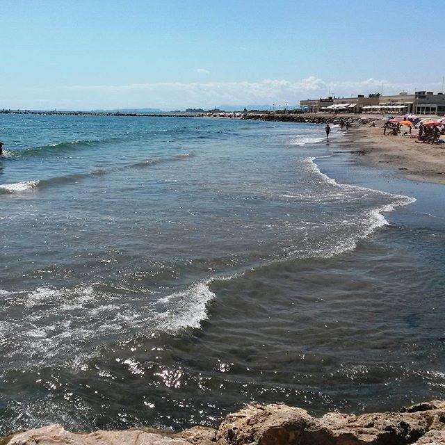 El #sol ha vuelto a visitarnos y la #playa se transforma... #verano2015 #summertime #holidays #enjoylife #befree #behappy #igersspain #mar #Mediterraneo #movilgrafias #igerscomunitat  #igersvalencia #lovevalencia #aguaycielo #joyas de la #Naturaleza