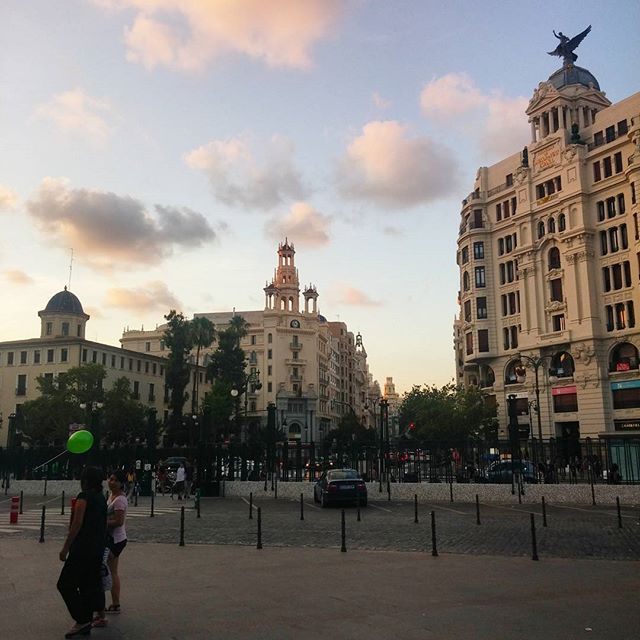 Now in #valencia #verybeautiful #city ?? ? #lovethiscity #buildings #architecture #archilovers #architectureporn #architexture #clouds #town #street #urban #lovevalencia #valenciaespaña #travel #traveldiary #travelgram #españa #spain #lovespain #amoespaña #vivaespaña ?