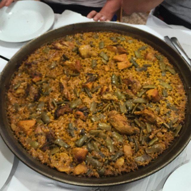Paella valenciana en Valencia!!!!!! #paella #Valencia #Spain #españa #elsaler #albufera#vacation #holiday #happy #eating #food #foodporn #paellavalenciana #spagna #taste #tasty #lovevalencia #trip #travel #traveling