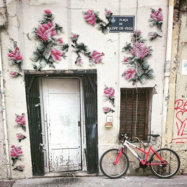 Detalle en Plaza de Lope de Vega #valencia #igersvalencia #igerspain #movilphoto #valenciaenamora #visitvalencia #lovevalencia #loves_valencia #loves_spain #puntodecruz