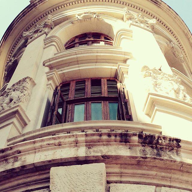 ¿Quien dice que la vuelta al cole es un infierno? Para nosotros es volver a nuestro pedacito de paraíso ?#loveValencia #ayuntamiento #theend #beautifulplace