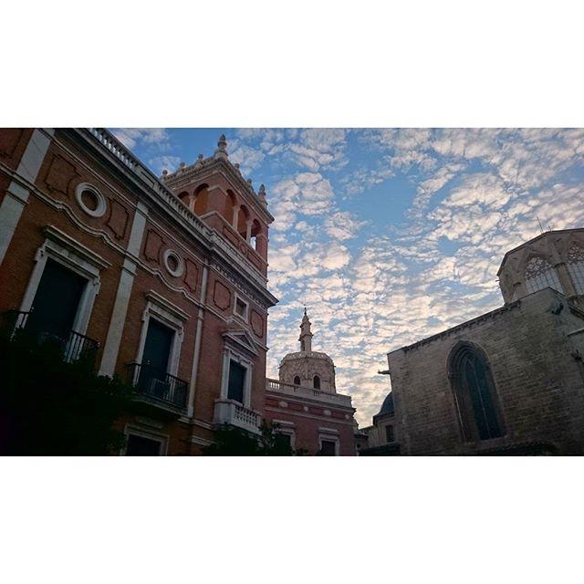 Cielos que enamoran  #valencia #valenciamola #lovevalencia #love #loves_valencia #loves_spain #sky #xperia #centrodevalencia #centrehistoric #micalet