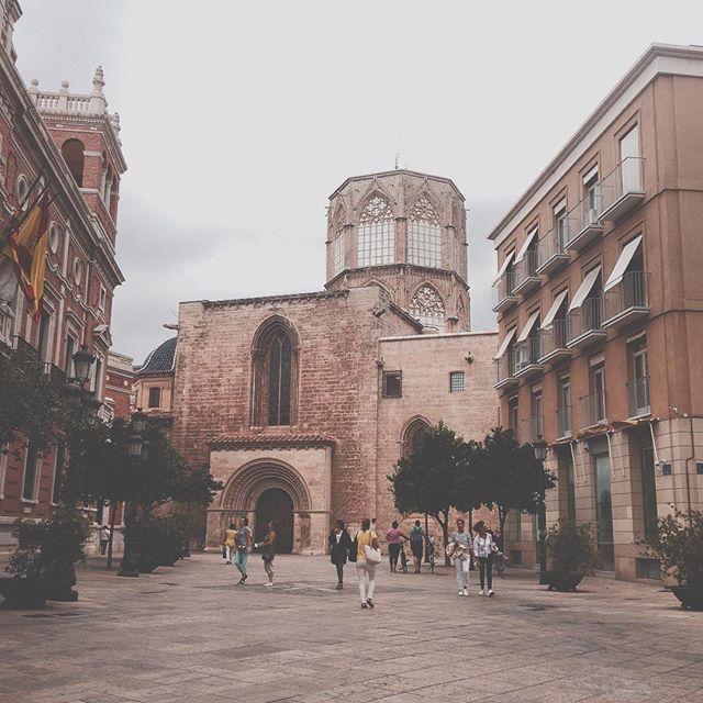 #Memories of a #City!! #Series #Valencia's #Streets! #TheCity #CityPorn #PicOfTheDay #EditByMe #MyBeautifulWork #IphonePicture #LifeOfAPhotographer #Valenciagram #IgersValencia #Valenciagrafias #LoveValencia / #Catedral de la #Basílica  #MiHermosaCiudad #Europe_Gallery