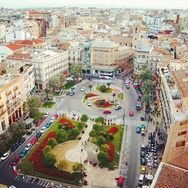 Spakowani na weekendowy wyjazd? Mo?e do Walencji? :) www.miastonaweekend.pl  #walencja #valenciacity #valencia #hiszpania #españa #espana #vivaespaña #vivaespana #gotospain #visitspain #gotovalencia #visitvalencia #city #ciudad #ciudadvalencia #lindavalencia #lindo #beautifulview #plaza #flowerbushes #panorama #lovetravel #lovevalencia #lovespain #lovetraveling #holidays #inspirations #lovetotravel #viajar #miastonaweekend