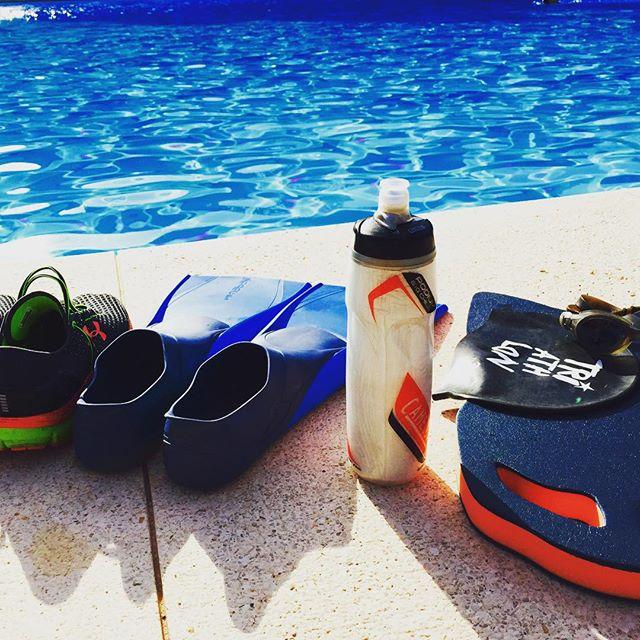 """Cada uno tiene su propia forma de tomar el sol para ponerse """"doradito"""" la mía es haciendo lo que de momento me apasiona y me ayuda a hacer un pequeño reset mental y físico después de un fin de semana caótico! 1.700?+5km?? #tripower #lookingforhappiness #triatlon #swimbikerun #lovetriathlon #nadapedaleacorre #motivation #ardejohancobarde #pocoapoco #lovevalencia #loveyouforever #silvesport #MelianaTriPower"""