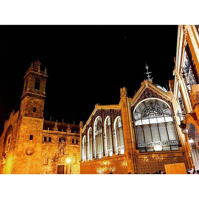 Mercado Central e Iglesia de los Santos Juanes! #tagsforlikes#instalike#valenciagram#valenciatoday#ok_valencia#estaes_valencia#total_cvalenciana#match_valencia#instalife_shot#valenciaenamora#loves_valencia#lovevalencia#estaes_europa#estaes_españa#ok_spain#turismospain#night#valencia#valenciamola#mecartcentral#ok_europe#insta_world_life_