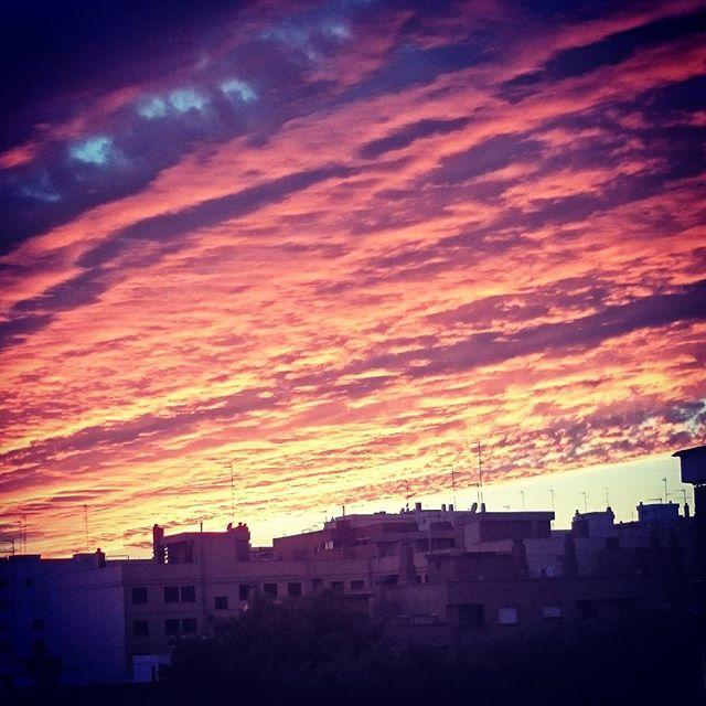 Atardecer en Burjassot ? #igersvalencia #lovevalencia #loves_spain #loves_valencia #Burjassot #movilphoto #visitvalencia #total_cvalenciana