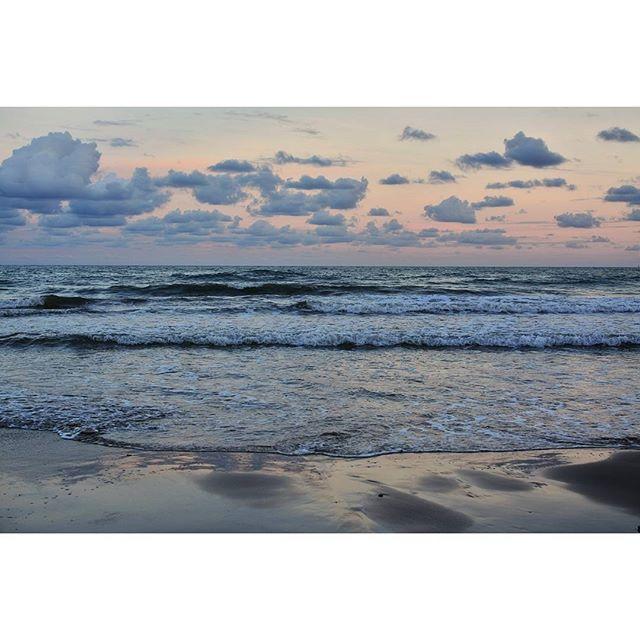 The Sea  #sea #mar #mediterranean #playa #beach #spain #love #lovevalencia #loves_valencia #loves_spain #instantes_fotograficos #portsaplaya #quiet #peace #nikon #nikond7100 #d7100