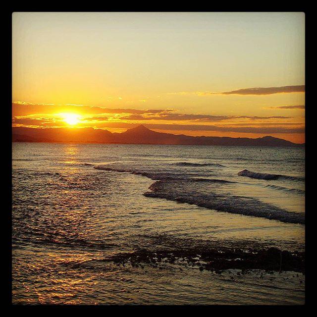 #sunset in #denia #valencia #comunidadvalenciana #valenciaterraimar #estaes_valencia #valenciagram #estaes_europe #visit_valencia #turismovalencia #valenciagram #valenciagrafias #valenciafilter #tourismforall #specialneeds #accessibletourism #tourismforall #turismoparatodos #ocioinclusivo #turismoaccesible #beach #sun #playa #sol #atardecer #vacaciones #holidays #trip #travelforall #travel #lovevalencia #lovetravel