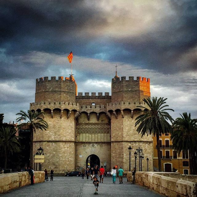 Torres dels Serrans.  #tagsforlikes#instalike#ok_valencia#photooftheday#valenciagram#valenciaenamora#loves_valencia#lovevalencia#match_valencia#estaes_valencia#ok_europe#turismospain#valenciatoday#torresserranos#total_cvalenciana#valenciamola