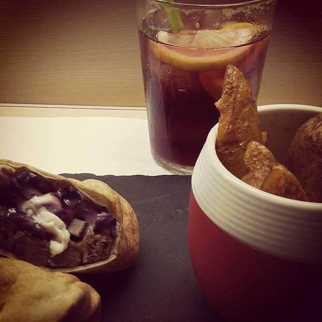 #vegan #kebab y #sangria in #valencia  #vegandinner #veganawareness #veganidea #vamosavalencia #lovevalencia #veganlife #veganfoodshare #veganfood