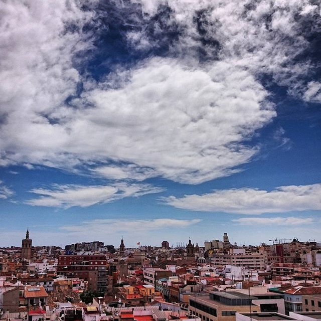 Perfect morning for a stroll around the city! | Esta mañana hemos decidido que nos vamos a explorar la ciudad ? #UCHCEU #University #Valencia #City #Beautiful #Centre #Tourism #Spain #Skyline #View #LoveValencia #Saturday #Mood