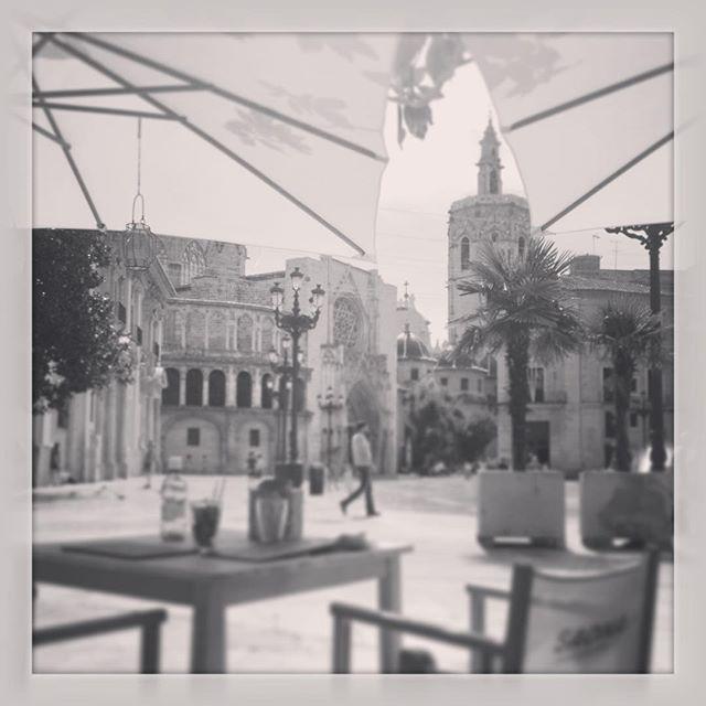 Comer con estas vistas no tiene precio ? #Valencia #plazadelavirgen #miguelete #catedral #vistas #Spain #lunch #loveValencia #lovemycity @saona_restaurante
