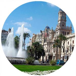 Piazza Ayuntamiento, Monumenti a Valencia,