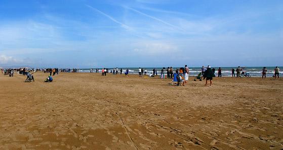 spiaggia la malvarrosa love valencia