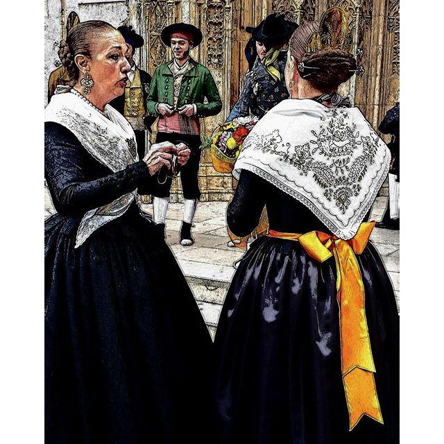 #tradición #historia #costumbres #backtotheroots #travelgram #tripgram #instatravel #instapassport #loves_valencia #lovevalencia #instavsco #igers #like4like#likesreturned#likeforlike#me#instavscocam #vestido #tipico #mujeres #charlando #sangallo #details #picoftheday #snapshot #capture_today