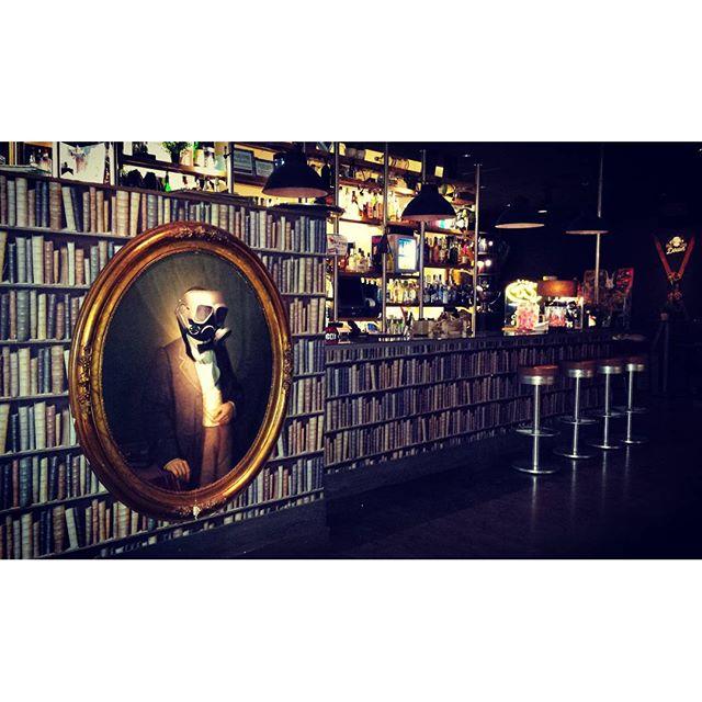 ???? #interior #design #interiordesign #spanish #architecture #archilovers #architectureloverspics #library #pub #drinking #smartly  #vlc  #visitspain #travelgram #tripgram #instatravel #instapassport #loves_valencia #lovevalencia #instavsco#igers#like4like#likesreturned#likeforlike#me#instavscocam#instavscogram