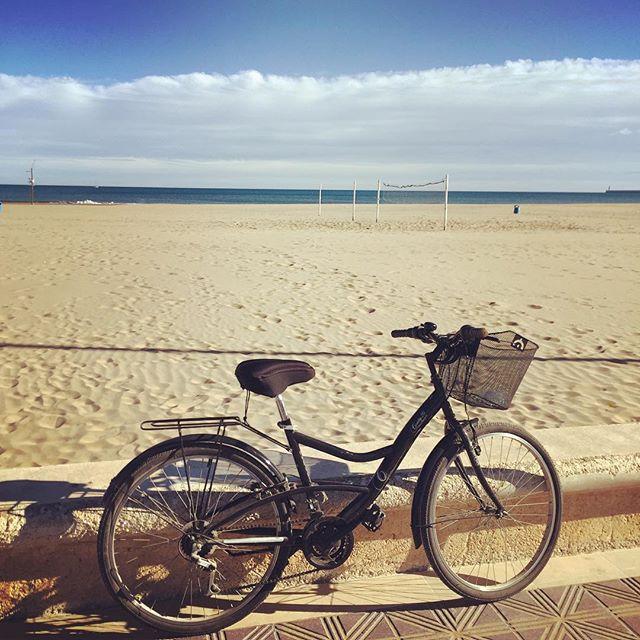 Mi bici, mi playa y mi mar... #cyclingonsaturday #paseitoguapo #mediterraneo #lovevalencia