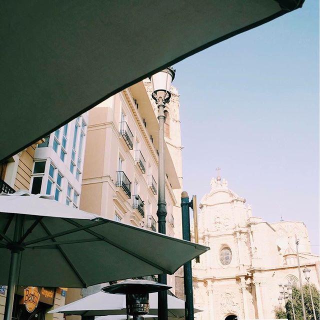 Al final siempre sale el sol, y si puedes disfrutarlo con estas vistas, ¿qué más se puede pedir? Ven a vernos y vive tus #MomentosBertal #Bertal #breakfast #lunch #dinner #bakery  #coffee #coffeelover #Valencia #sun #sunny #tasty #yummy #foodie #instafood #igersvalencia #lovevalencia #delicious #merienda #comida #zumos #cakes #healthy #foodporn #valenciagram