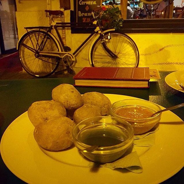 ¡ D A N D Y  H O R S E ! ? @dandyhorsecafe es un local original que mezcla un taller de bicicletas y una cafetería... ¡No se lo pierdan!??? En la ?: ??Patatas arrugadas con salsas??? #dandyhorse