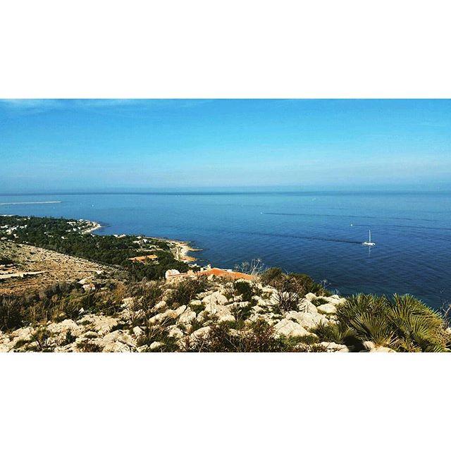 El mar en Dénia.  #denia #estaes_natura #estaes_valencia #ig_spain #mediterraneo #mediterranean #sea #boat #estaes_universal #estaes_playas #loves_valencia #beach #landscape #unpaseounafoto #estaes_alicante #lovevalencia #instagram #instantes_fotograficos #instagramers #factorypassions #instagood #todoclick #entre_fotos #ke_pictures #spain #spain_beautiful_landscapes #spainiswonderful #total_cvalenciana #senderismo #loves_valencia