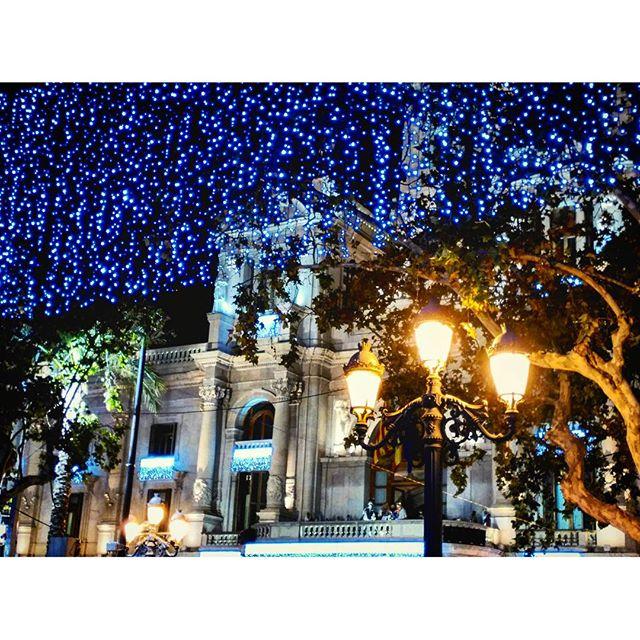 Los Reyes Magos de Oriente:  Melchor, Gaspar y Baltasar saludan desde el balcón del Ayuntamiento ??? #valenciadenoche #lovevalencia #megustavalencia #reyesmagos2016 #reyesmagos #navidad2015 #nochedereyesmagos #nochedereyes #photographs #fotografia #cabalgata #cabalgatadereyes2016 #instagram ##estaes_valencia #nicepic #nice #estaes_espania #valencia#valenciaespaña #instagood #instalike#loves_valencia#comunidadvalenciana #comunitatvalenciana