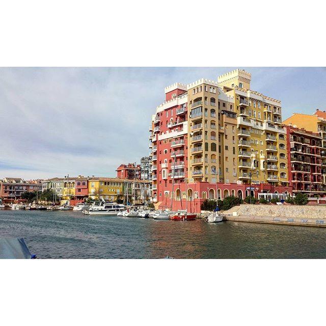 Port SaPlatja #port #Puerto #portsaplatja #puertodeportivo #portesportiu #alboraya #playaalboraya #beach #beauty #valencia #valenciagram #ig_valencia #comunitatvalenciana #VLC #igersvalencia #cielo #sky #mar #paseo #picoftheday #panoramica #photooftheday #veleros #yates #barcos #alboraia #lovevalencia #visitvalencia #otoño #autumn