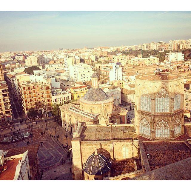 Guiris en casa. Valencia lo vale. Sábados diferentes ? #vistas desde el #Miguelete #Valencia #plazadelavirgen #basilica #catedral #lovevalencia #lovemycity
