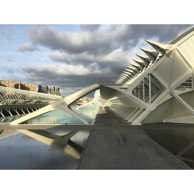 """""""Porque antes los mapas decían: ¡Cuidado con los Dragones!"""" #Arquitectura #valenciagram #cac"""