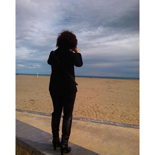 Chequeando que sigues ahí, mar mío, aunque sea con tacones y sin tiempo para nadar. #lovevalencia #sinfiltro #felicidad2016 #VSCOCam #nofilter #beach #playa #black #boots #valencia #patacona #mar #sea