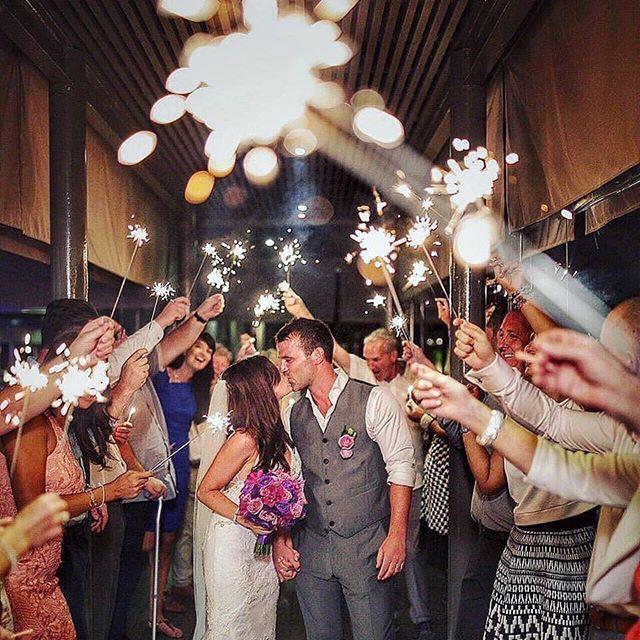 Colecciona momentos y haz que tu boda se convierta en uno de los más importantes de tu vida.  Via: @signatureweds  #boda #bodasvalencia #valencia #valenciagram #lovevalencia #novios #novia #celebracion #fiesta #amigos #feliz #familia #reciencasados #prometidos #siquiero #momentos