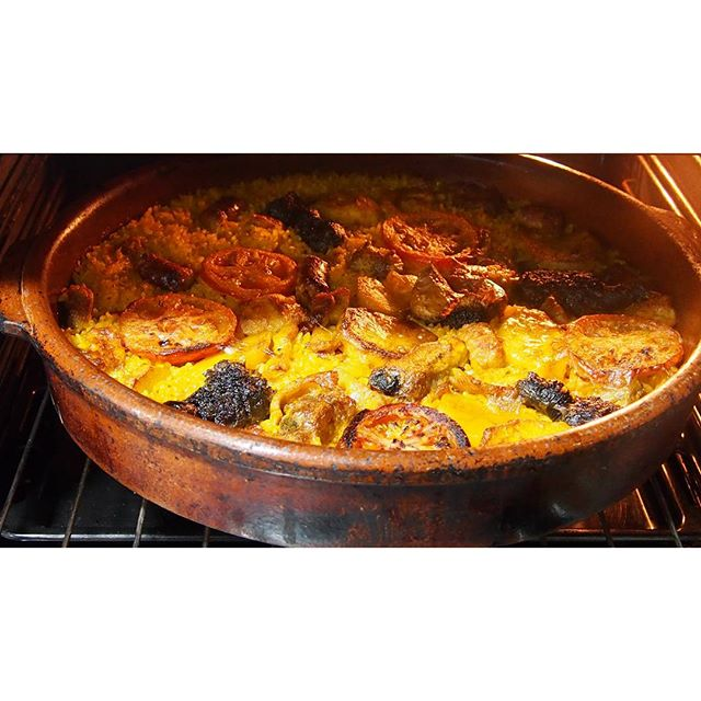 Time to eat. Love.  Cuando me pongo cocinitas no hay quien me pare. Amor por el arroz. Domingo feliz. . . . #bestoftheday #arrosalforn #arroz #instaphoto #vscoday #vsco #valenciagram #ig_valencia #lovevalencia #amor #vscocam #vscogood #instafood #happiness #feliz #enero #foodtime #goodtime #bloggers #journalist #cocinera  #platostop #vscodaily #sunday #igersvalencia #instagram #photograpy #photo #photooftheday