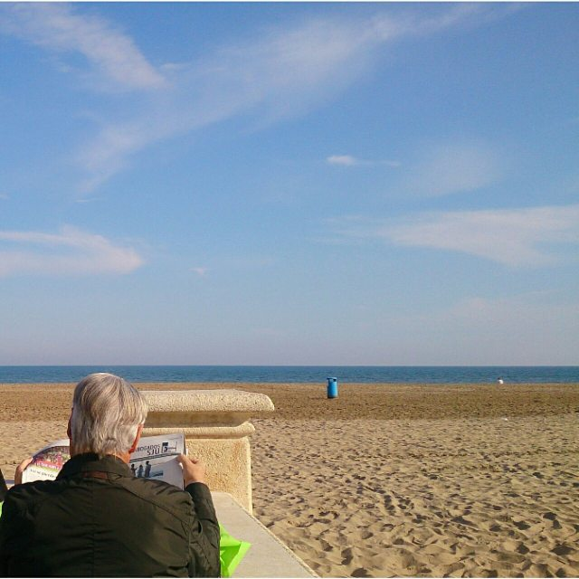 Nothing better to say goodbye to 2015  on the beach a sunny day, the wonderful light of Valencia ?  #goodbye2015 #hello2016 #valencia #happynewyear #travel #volunteering #volunteer #nature #lovevalencia