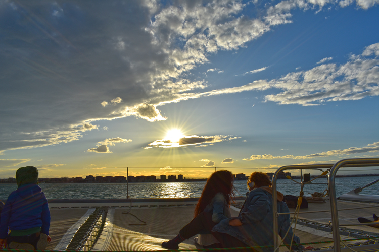 Experiencia puesta del sol en barco